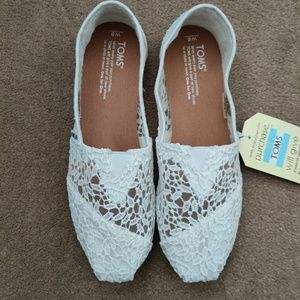TOMS white lace slip on